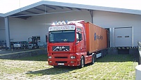 Warehouse in Czech Republic Chotoviny, Taborska 195 to lease front ramps with truck.